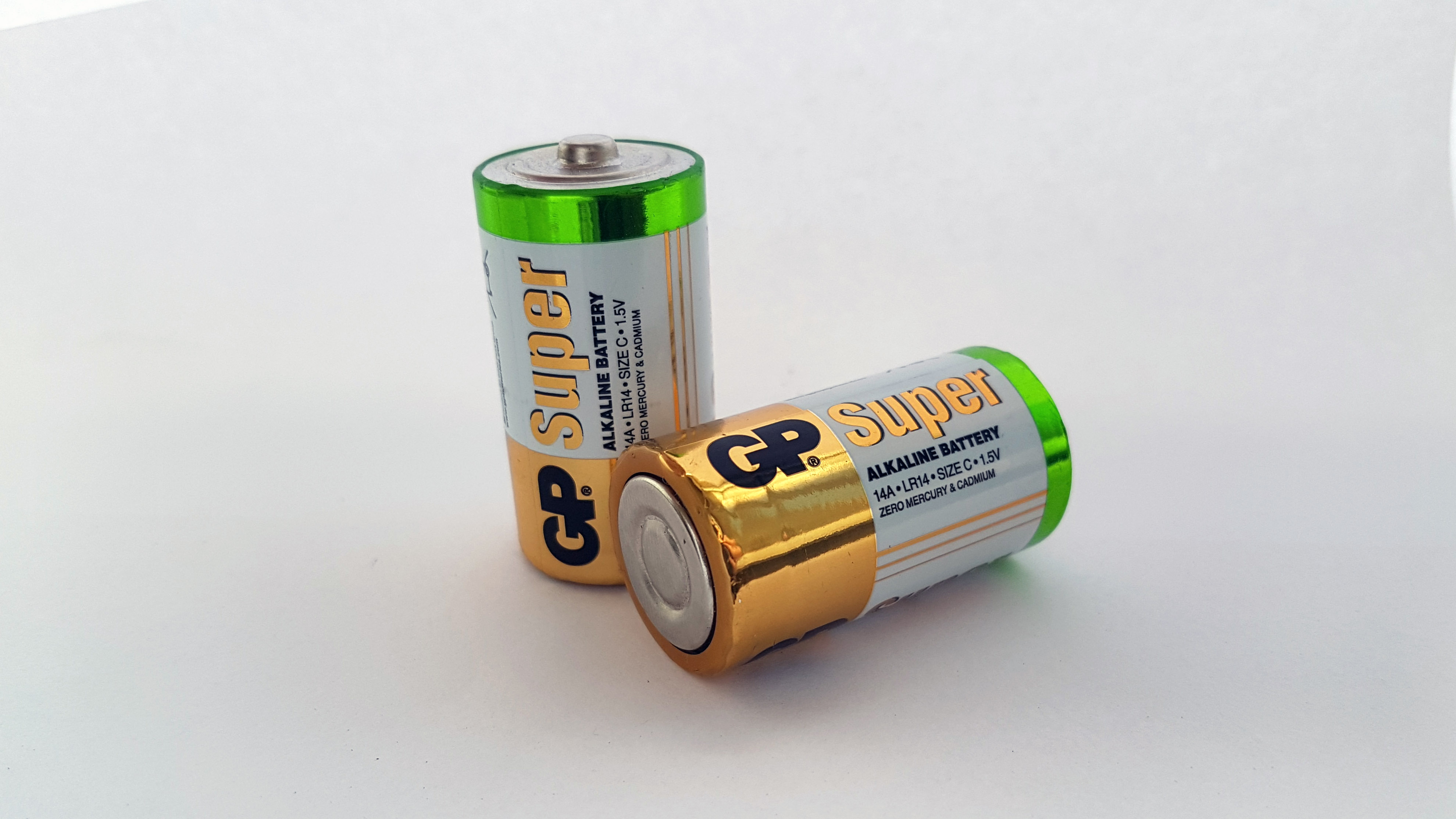 Двух батареек размера